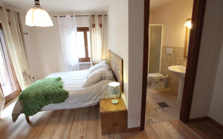 Dodici posti, Sei camere con bagno.