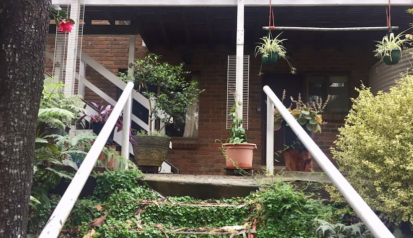 Cosy home close to Dandenong Ranges National Park