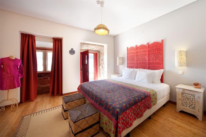ARTVILLA - QUARTO CINZA - Cadaval - Bed & Breakfast