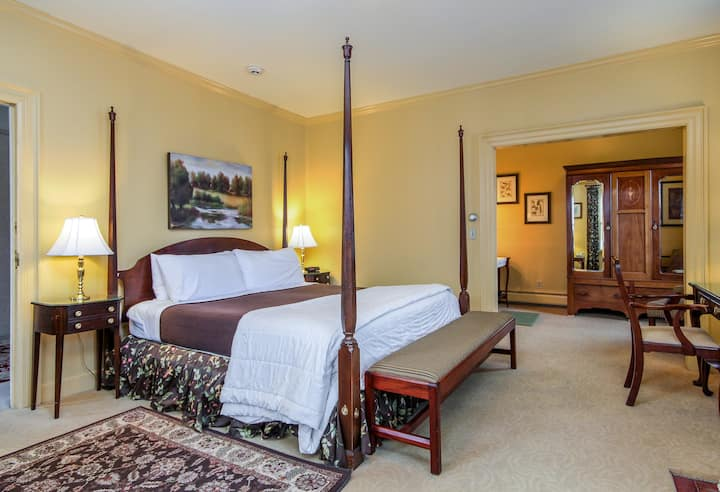 Deluxe Luxury King Room - The Inn at Montpelier