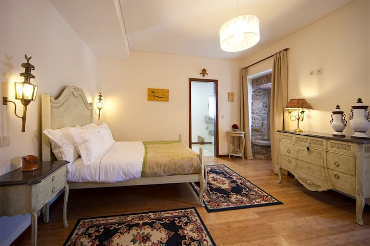 ARTVILLA - QUARTO PEDRA - Cadaval - Bed & Breakfast