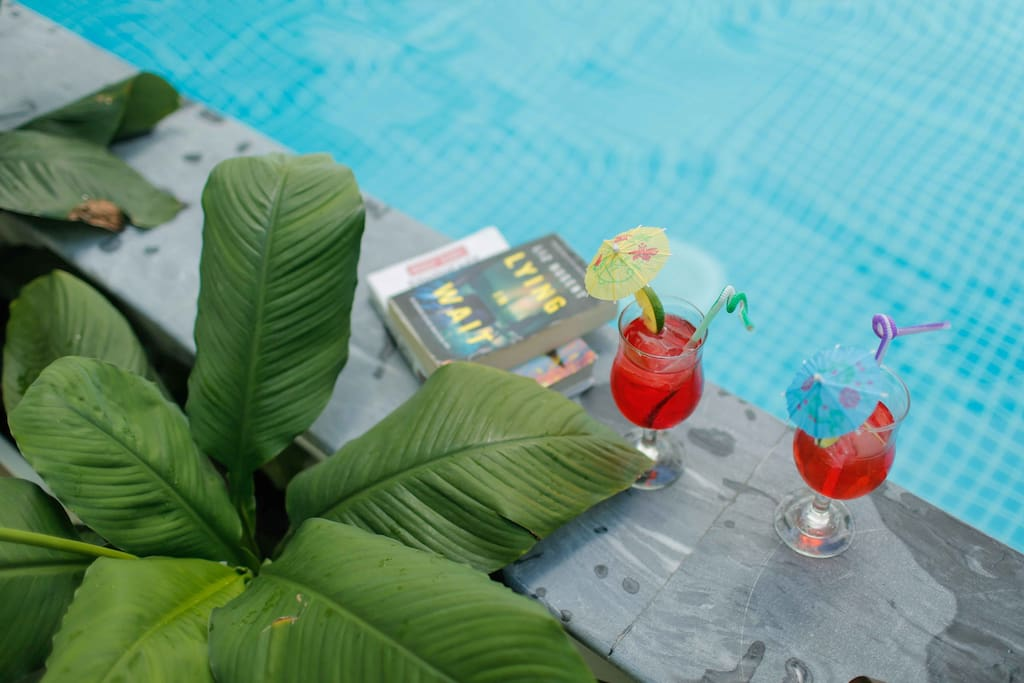 Enjoy a cocktail in the swimming pool
