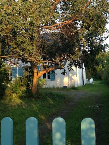 Petite maison avec jardin arboré près de Le Palais - Le Palais - Casa
