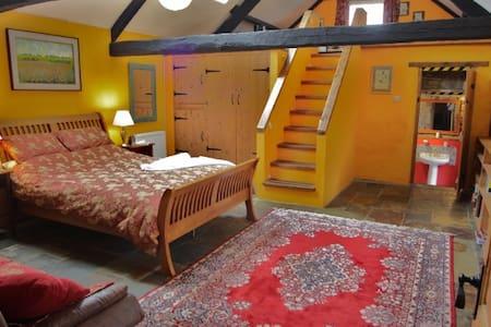 Gwarllwyn Exclusive LuxuryB&B Suite - Bed & Breakfast