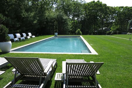 Sag Harbor Village Boutique Farmhouse 2 acres