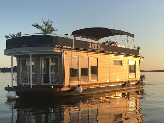 Hausboot-deLuxe mitten in Berlin