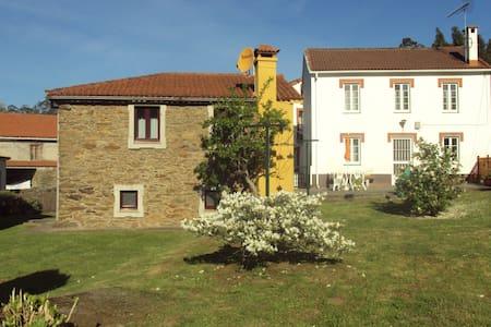 Casas tradicionales en nucleo rural - Cedeira