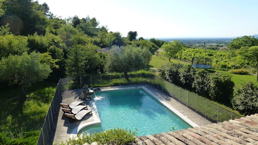 Mas de caractère avec piscine sécrurisée. - Saint-Didier - House