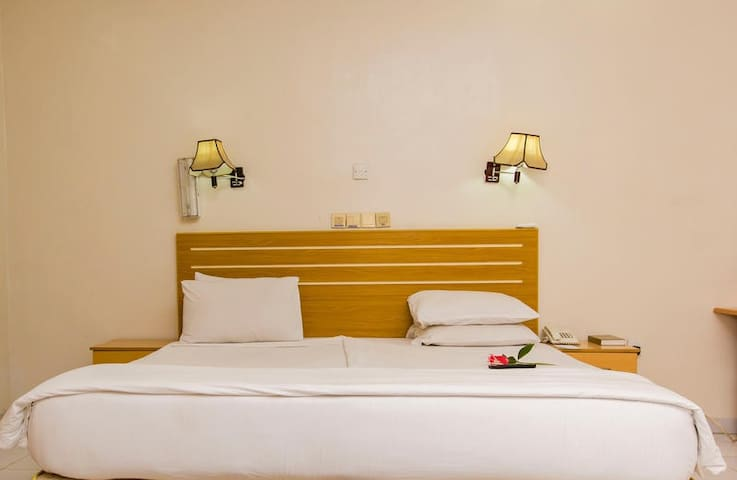 EEMJM HOTELS AND SUITES - Executive Suite