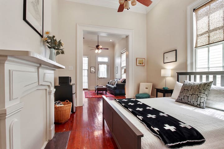 Nola Charm- 5 blocks from Convention Center!