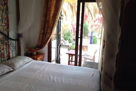 nice room ibz center near beach - Haus