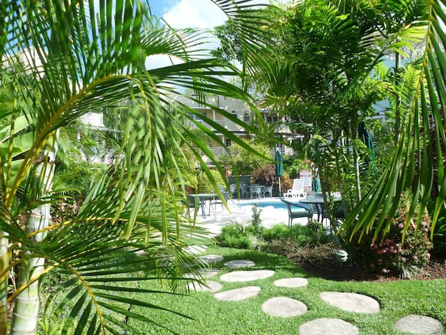 Lush gardens/gated condos - Bridgetown - Lakás
