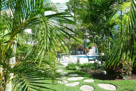 Lush gardens/gated condos - Bridgetown - Apartmen