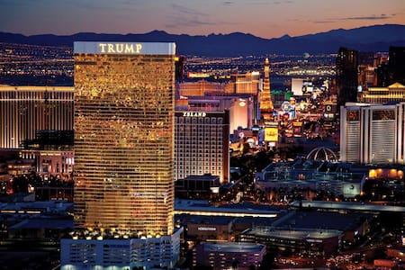 TRUMP-1BR HIGH FLOOR SOUTH STRIP Vw - Las Vegas - Apartment