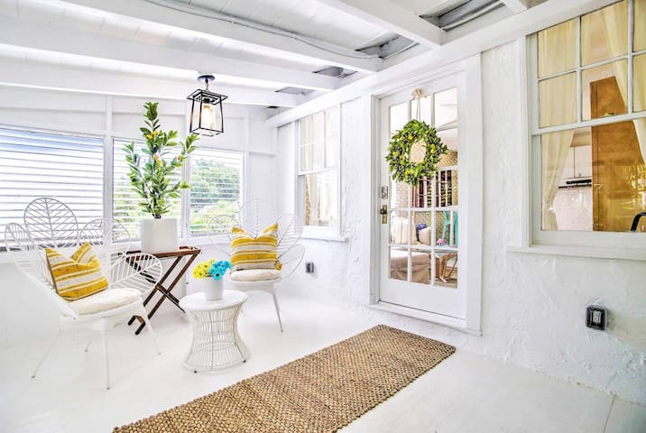 Relax on the screened-in porch when you rent this charming West Palm Beach cottage.