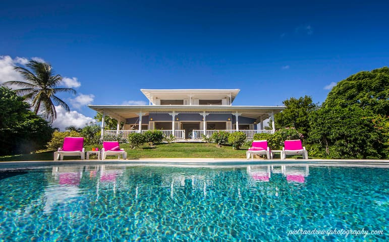 Idyllic caribbean style villa with stunning views