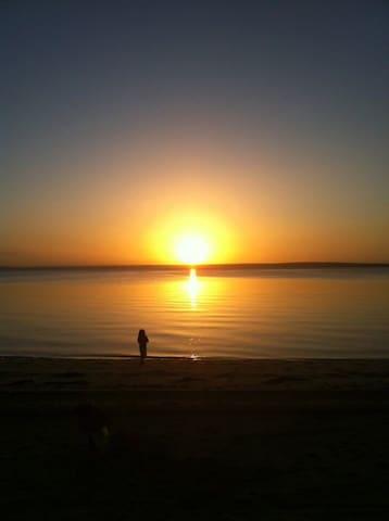Micaedeleine: Beachfront Tranquility - Grantville - Hus