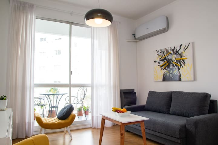 Sunny & Cozy Apartment close to metro with pool!