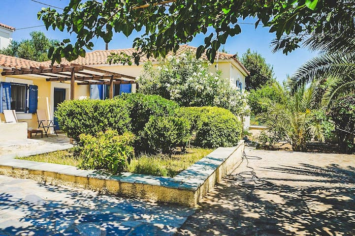 Tranquil Classic Villa With Lush Garden And View