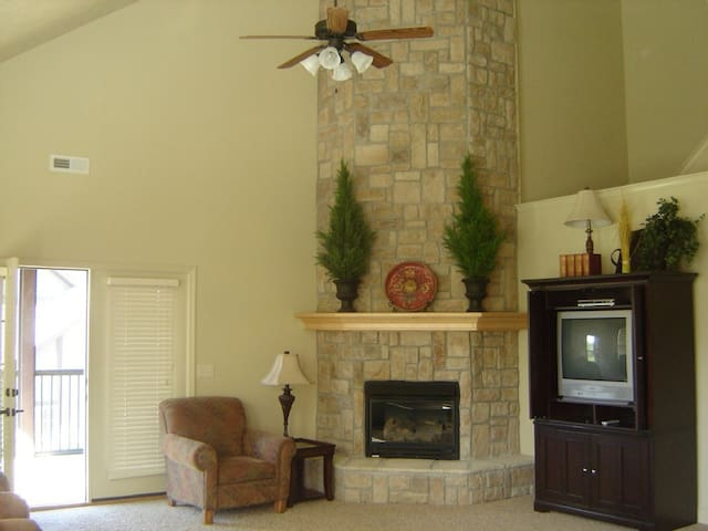 Beautiful 4BR/3.5BA Villa near SDC - Reeds Spring - Casa de camp