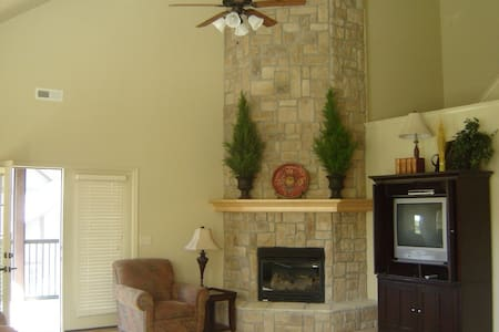 Beautiful 4BR/3.5BA Villa near SDC - Reeds Spring - 别墅