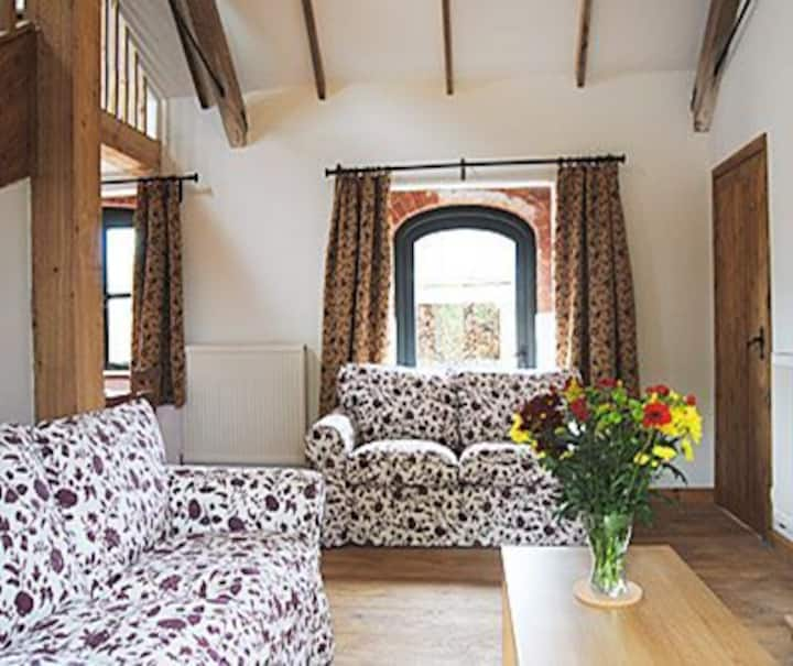 Oakley barn holiday cottages, Chestnut cottage