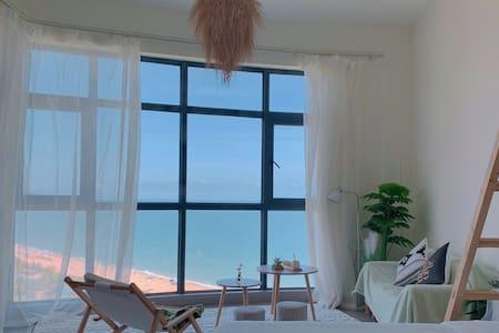 【甜画家民宿】十里银滩 落地窗 观日出海景房北欧森林系