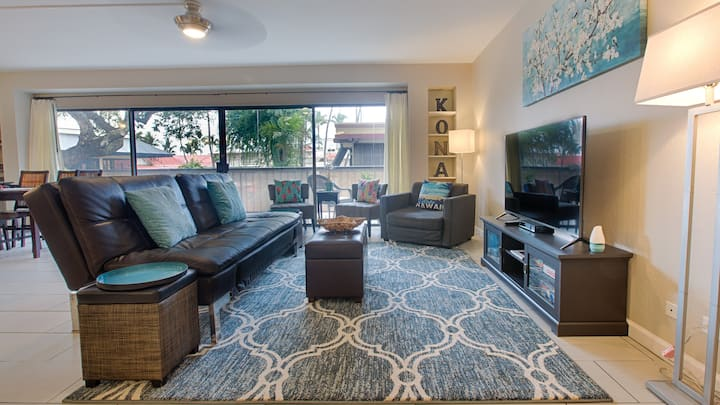 Great location! 2 bd/2 bath Modern Ali'i Dr Condo