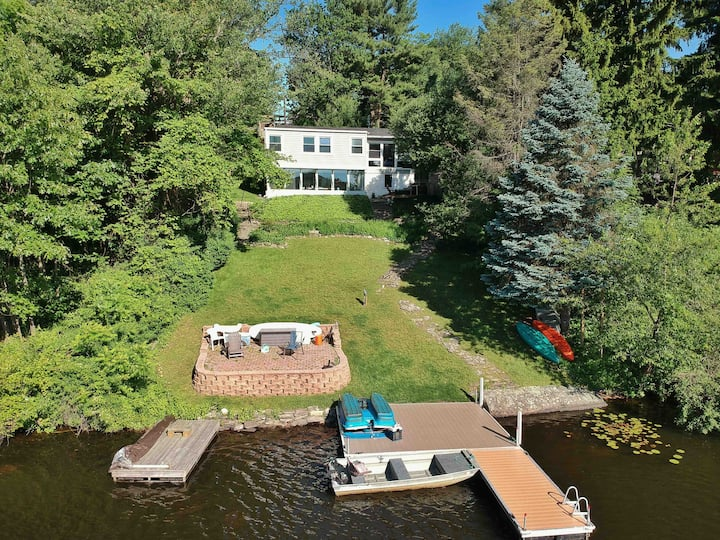 Lake Front getaway sleeps 6, 90 mins from NYC.