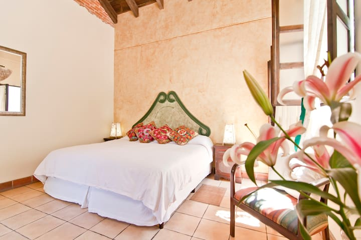 Hostal Las Marias, Cozy B&B