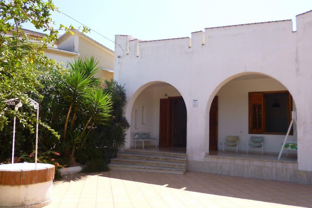 ingresso principale con spazio esterno e veranda coperta