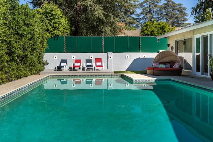 *MODERN 5BR/3.5BTH POOL HOME* WALK TO VENTURA BL!