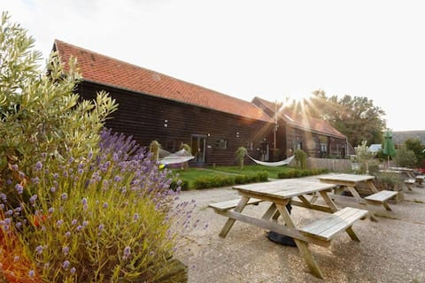 Two Bed Luxury Converted Barn with Gym & Spa (HL)