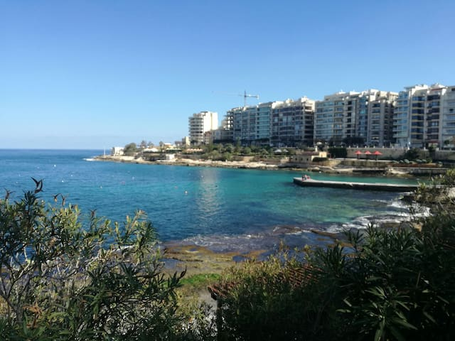 Twin or double bedroom with private bathroom - Sliema - Apartmen