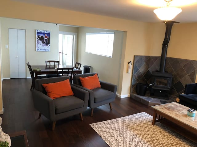 Dunsmuir Escape! Downstairs 2 bedroom Unit