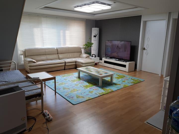 (대전)40평,방4개,바베큐(실내외)전용파티오,냉온정수기,넓은식탁들,주차편리,60인치TV