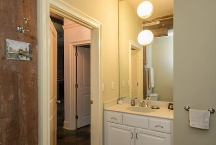 Big BR+Bath: Yale Pkg Wifi Kitchen - New Haven - Condominium