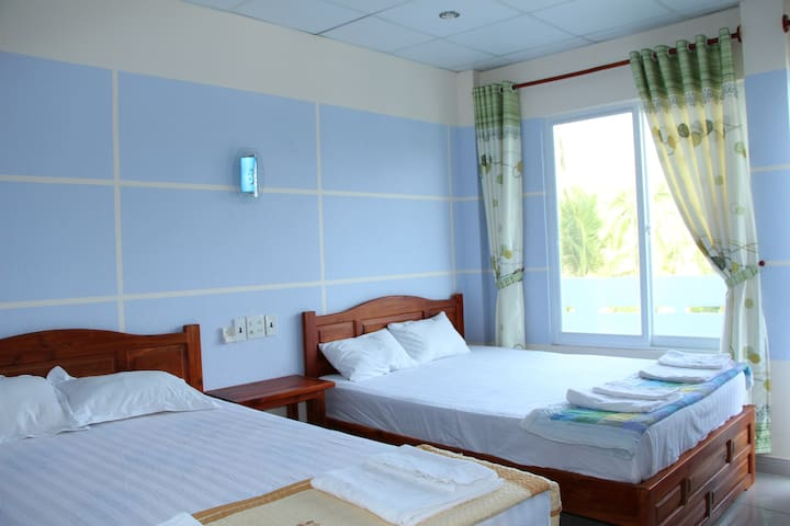DUY AN GUEST HOUSE GARDENIA (1 Double Big Bed)