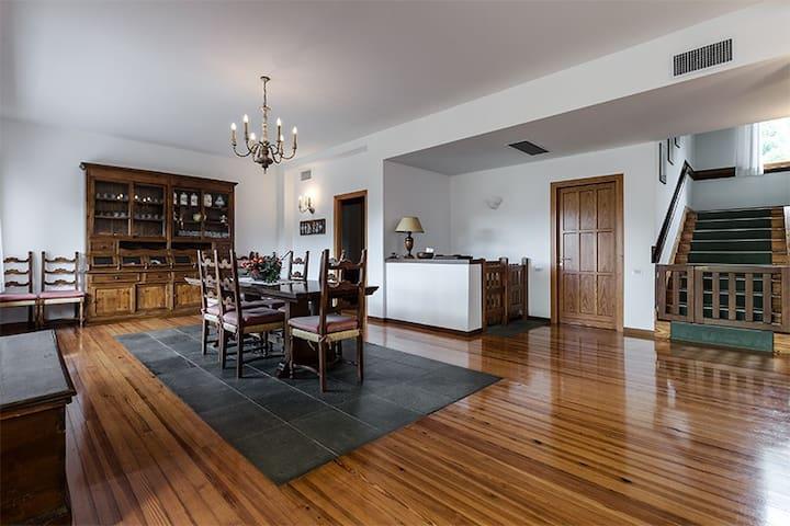 Sala pranzo - Dining area