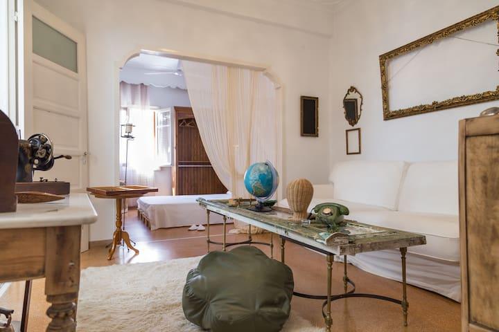Vintage Grandma's House Indoor Yard - Dafni - Dům