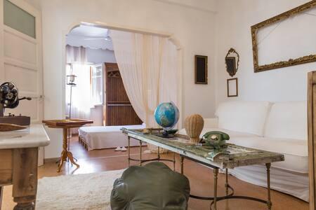 Vintage Grandma's House Indoor Yard - Dafni - 独立屋