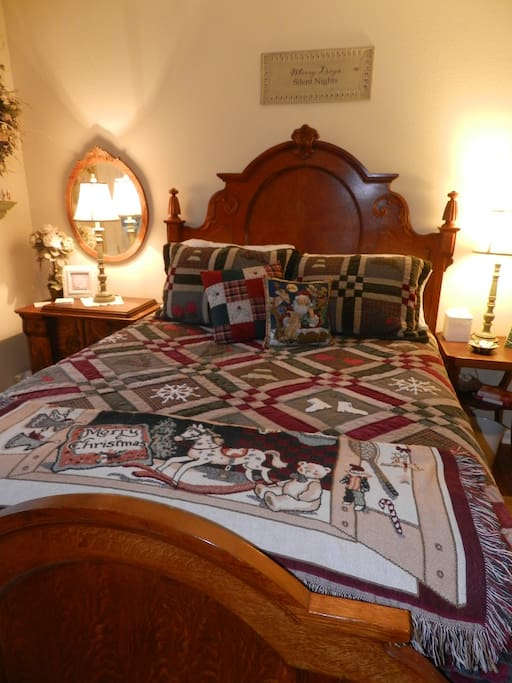 Queen size, pillow top bed, Ready for your Holiday stay!