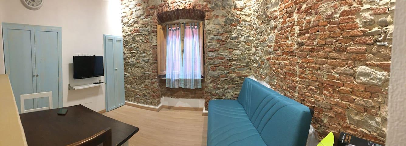 """A casa del """"Cana"""" nel centro storico  di Piombino"""