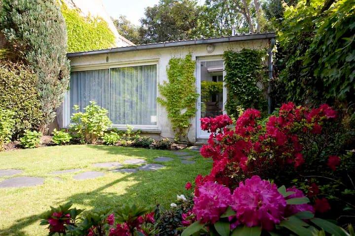 Maison d'hôte dans un jardin - Malakoff - Bed & Breakfast