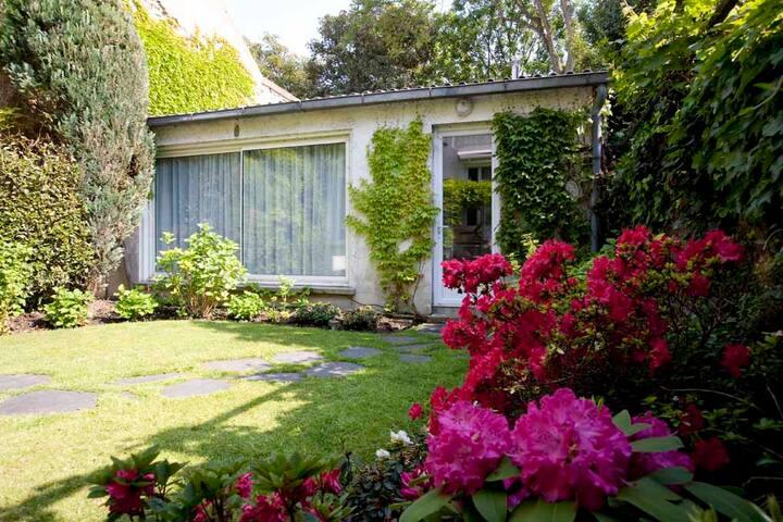 Maison d'hôte dans un jardin
