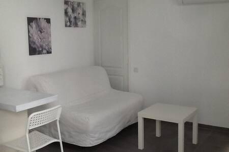 Proche Bastide St Louis studio le 13 - Carcassonne - Apartment