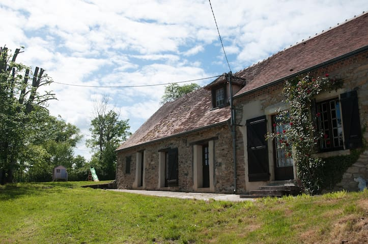 Peacefull nest in countryside - Saint-Denis-de-Jouhet - บ้าน