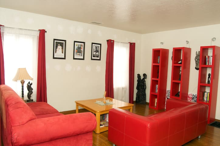 A Cozy Room for You - Richmond - Huis