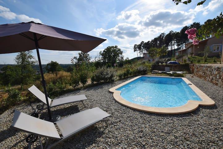 Herrlich gelegene neue Ferienvilla mit eigenem Pool, im Herzen der Ardèche