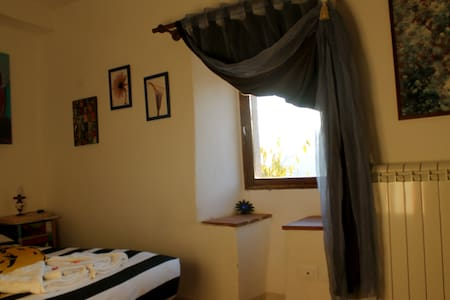 Smaller double room in old village - Ferentillo